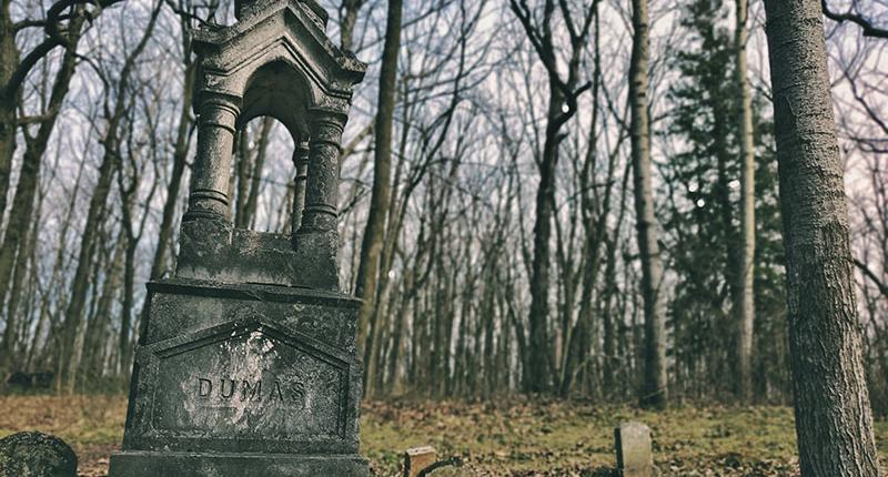 Old gravestone in Glenbeulah Cemetery